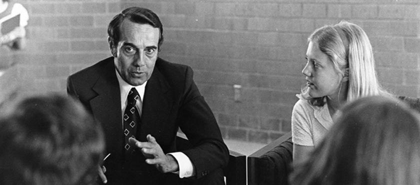Bob Dole speaking to students